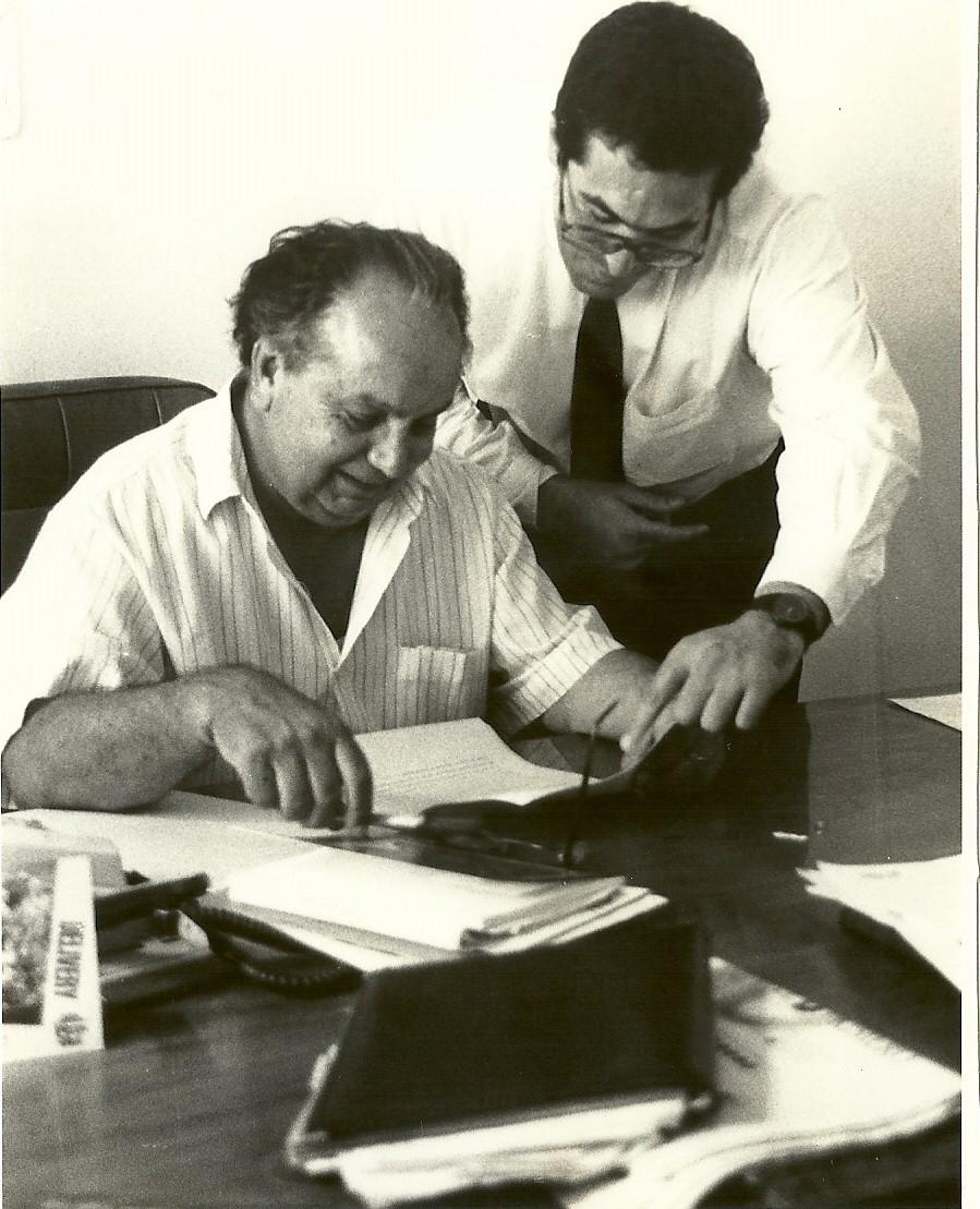 Marcelo Gullo trabajando junto al historiador peruano Pablo Macera