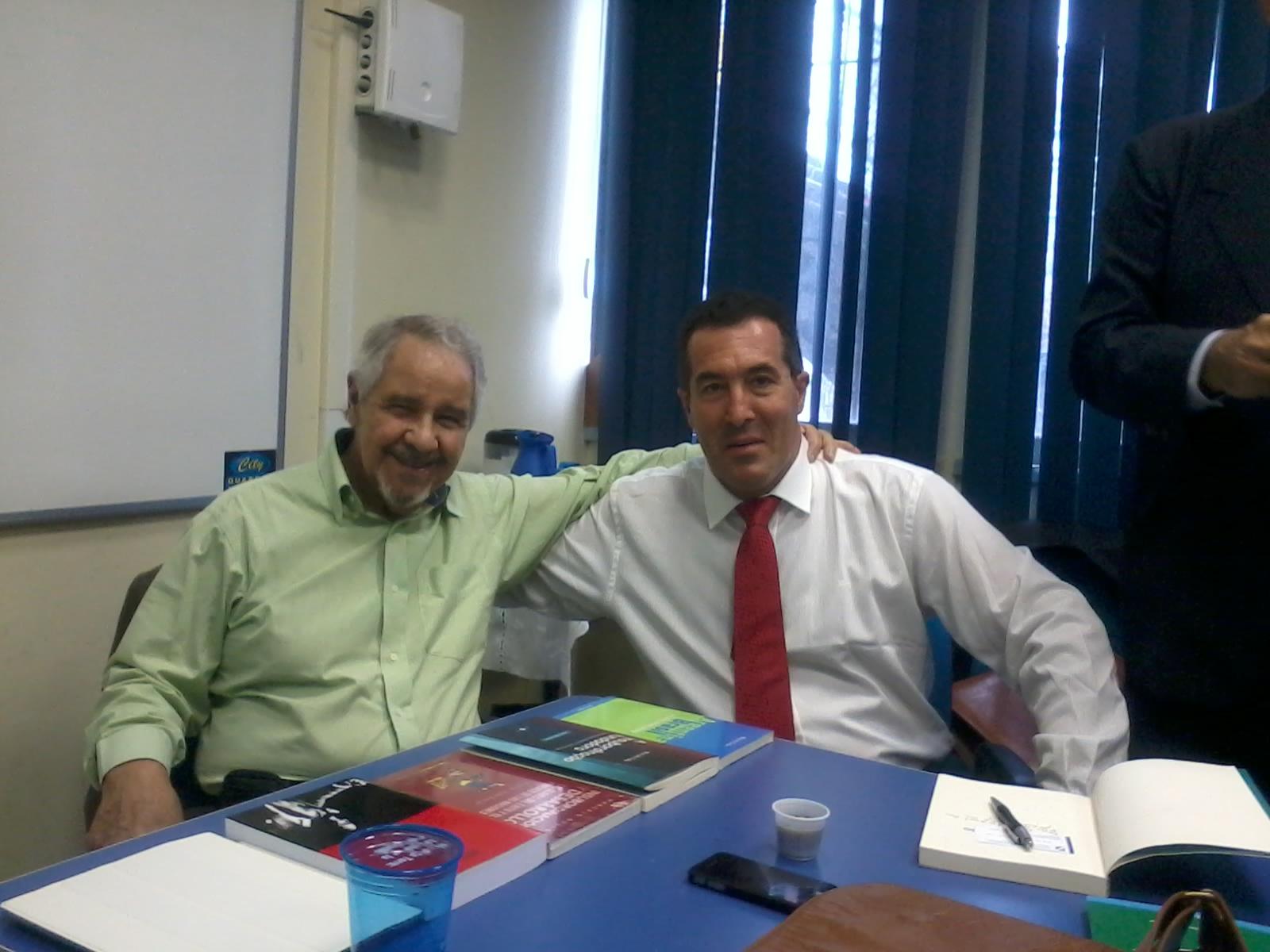 Foto con el Prof Eurico de Lima Figuereiro 2014-10-22 15.00.44